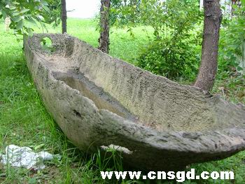 据茂名市博物馆张副馆长介绍,这条古代独木舟是十分珍贵的出土文物