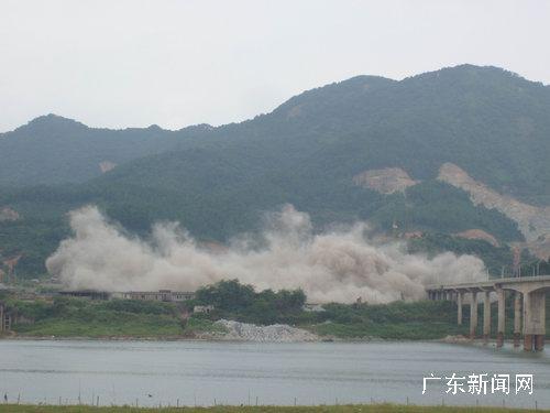 爆破拆除小立窑水泥厂图片