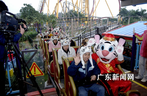 广州儿童福利院小朋友享受春节欢乐