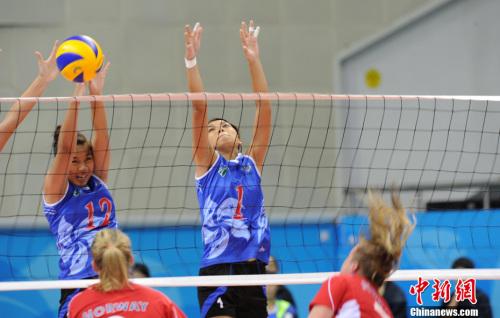 14日晚,深圳第26届世界大学生夏季运动会女子排球比赛中,中高清图片