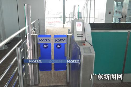 广州白云机场配备国内首台自助登机门助迎a380