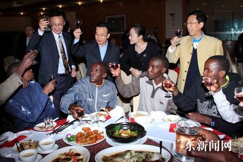 珠海设宴招待国际半程马拉松部分外籍运动员