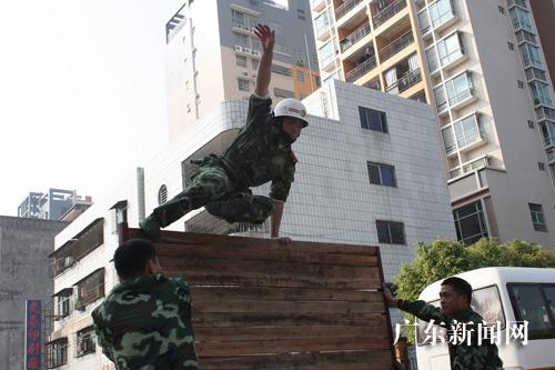 广东惠州消防开展冬季业务技能大练兵