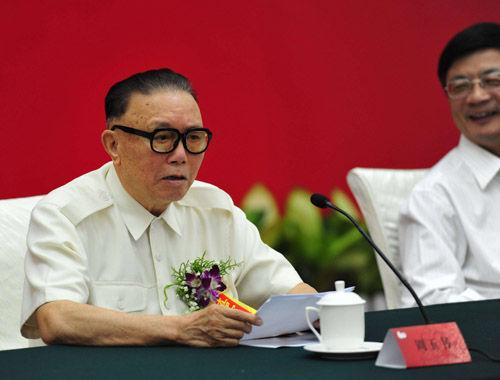 中国人民武装警察部队原司令员周玉书中将在座谈会上发言