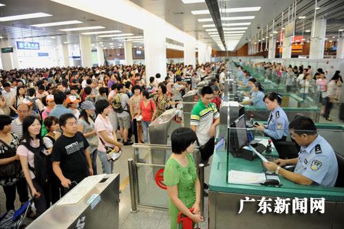 人口老龄化_2011年深圳人口
