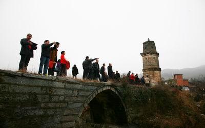 屹立在村口的惜字古塔