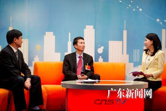 全国人大代表、广东佛山市委书记刘悦伦11日做客中新网演播大厅