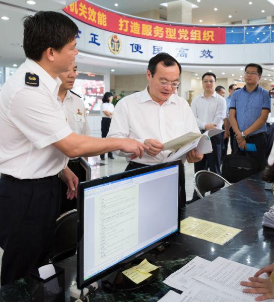 副省长袁宝成视察东莞市质监工作。