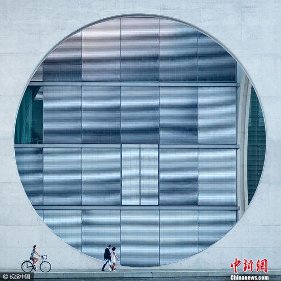 """英国摄影师Tim Cornbill的作品《混泥土圈》获得2017索尼世界摄影大赛公开组""""建筑类""""大奖。 图片来源:CFP视觉中国"""