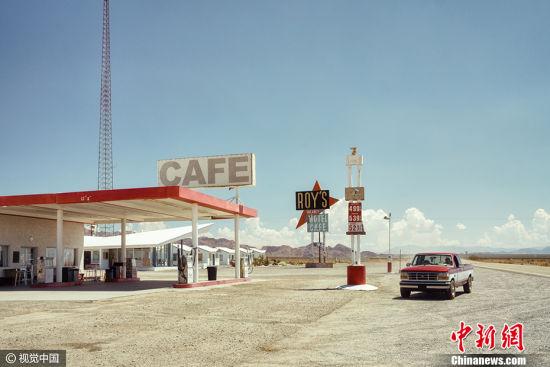 """德国摄影师作品《在罗伊》获得2017索尼世界摄影大赛公开组""""旅行类""""大奖。 图片来源:CFP视觉中国"""