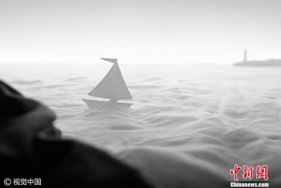 """俄罗斯摄影师Sergey Dibtsev作品《海上日出》获得2017索尼世界摄影大赛公开组""""静物类""""大奖。图片来源:CFP视觉中国"""