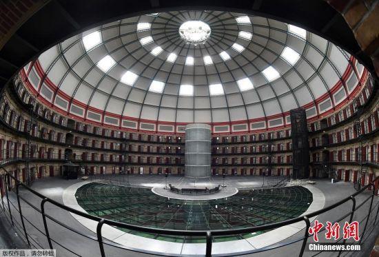 近日,荷兰布雷达,Boschpoort穹顶圆形监狱。该监狱由于犯人太少而关闭,被改造成了办公室和娱乐场所。目前已有大学游戏日,音乐会,艺术展等活动在监狱内举行。