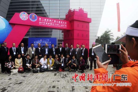 2300多名华侨华人代表欢聚一堂共叙乡谊。