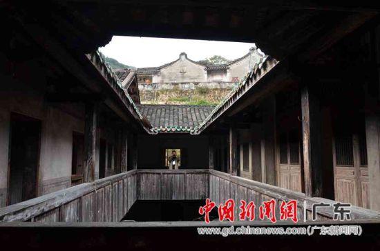 客家传统民居建筑保存完好,在这寂静的山村中,益显大气、古朴。