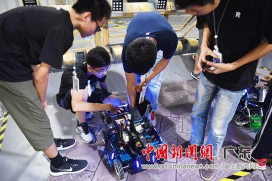 大疆创新RoboMaster机甲教案高中生夏令营决版v教案大师2人教高中英语图片