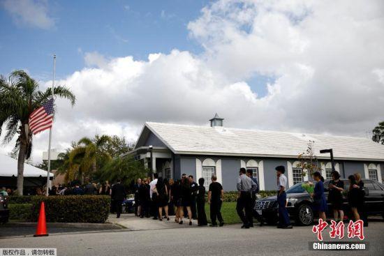 这起枪击案是佛罗里达州历史上最严重的校园枪击案,也是进入2018年后,美国发生的18起校园枪击案中最严重的一起。据悉,王孟杰遇难后,有数万民众为他请愿,请求白宫以全军礼安葬他。