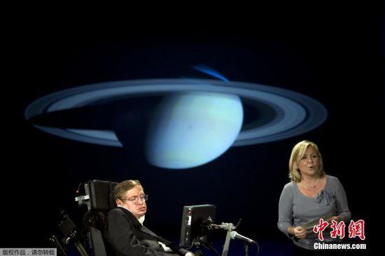 2008年4月21日,英国物理学家史蒂芬・霍金和他的女儿在华盛顿大学的NASA系列讲座中演讲。