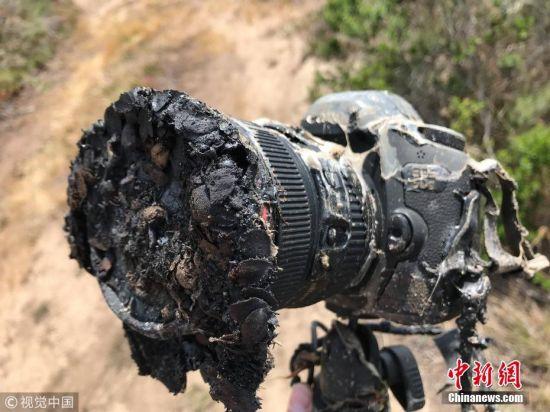 5月24日消息,NASA摄影师Bill Ingalls在近距离拍摄火箭发射过程时,把自己的佳能5Ds相机放在了尽可能接近发射台的位置进行遥控拍摄,结果不巧正好被一束窜出的火苗击中,整台相机面目全非。 图片来源:视觉中国