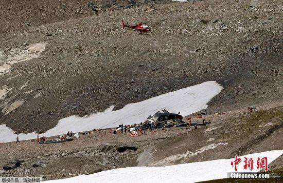 据悉,事故飞机4日从瑞士南部蒂西诺郡(Ticino)靠近意大利边界的洛迦诺起飞,准备飞往JU-Air位在北部苏黎世的杜本多夫的基地。然而,这架古董飞机在东部克劳布登州的3000米高峰塞格纳斯峰失事,在山峰西侧2540米高的地点坠机。