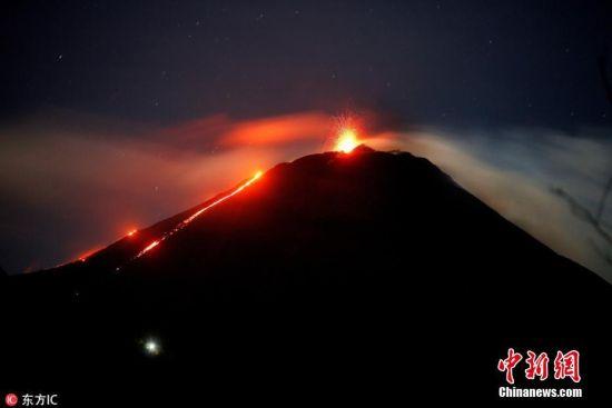 当地时间8月28日,危地马拉San Vicente Pacaya,帕卡亚火山发生喷发。据危地马拉国家防灾协调中心,帕卡亚火山喷发正常,每小时发生喷发5次,有明显岩浆流流出。