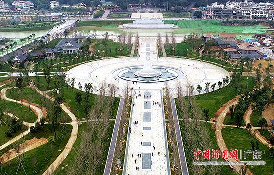 建设中的曹溪文化小镇,其广场已正式启用。摄影 张伟