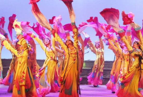 综艺演出:1800多名演员参演 可容纳3000多名观众
