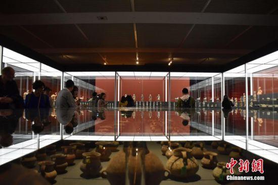 """4月24日下午,由文化和旅游部、国家文物局联合主办的""""归来――意大利返还中国流失文物展""""在中国国家博物馆开幕,796件流失文物""""回家""""后国博首展。图片来源:东方IC 版权作品 请勿转载"""