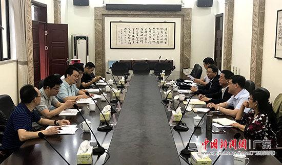 调研组在广东省政府参事室座谈。 索有为 摄