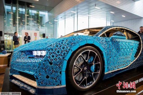 当地时间5月16日,丹麦,世界首辆带有引擎的真正乐高汽车亮相丹麦比隆Lego House。