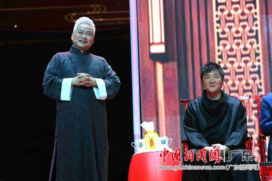 """孙楠与""""国乐行者""""方锦龙在录播现场。"""
