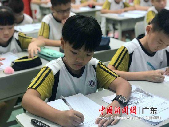 广州华美英语实验学校汇报课。索有为 摄