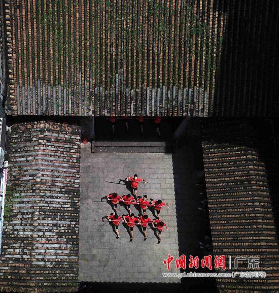 《车陂龙舟最有戏》在广州晴川苏公祠演出。
