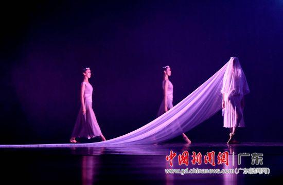 《布兰诗歌》演出现场,神秘的舞台气氛。