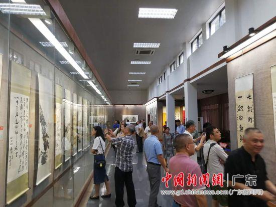 致公党举办五市书画联展庆祝新中国成立70周年。郭军摄
