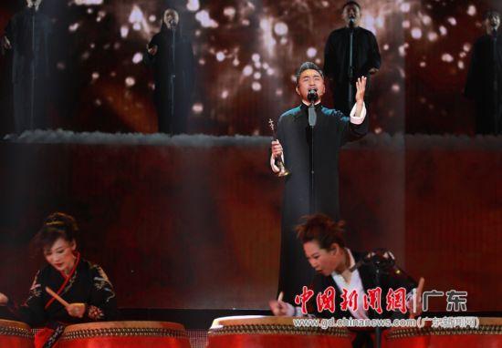 """跨界音乐家吴彤在节目化身""""寻乐人""""。通讯员 供图"""