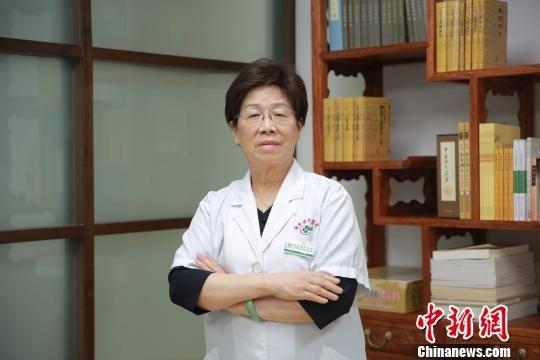 广东省中医院乳腺科主任医师林毅 王庆然 摄