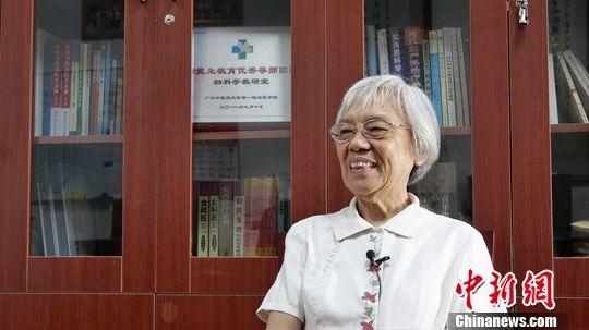 图为6月28日,欧阳惠卿在广州中医药大学第一附属医院接受采访。中新社发 韩扬 摄