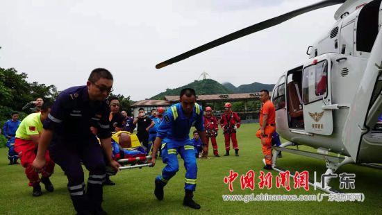 空地直升机救援结合训练首次在深圳举行。作者:陈其彬