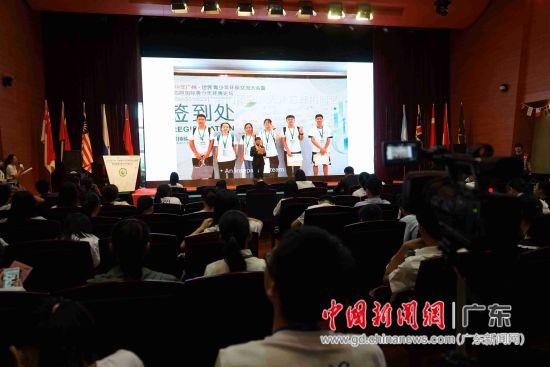 陈柏安在2019年广州・世界青少年环保交流大会演讲。陈柏安供图