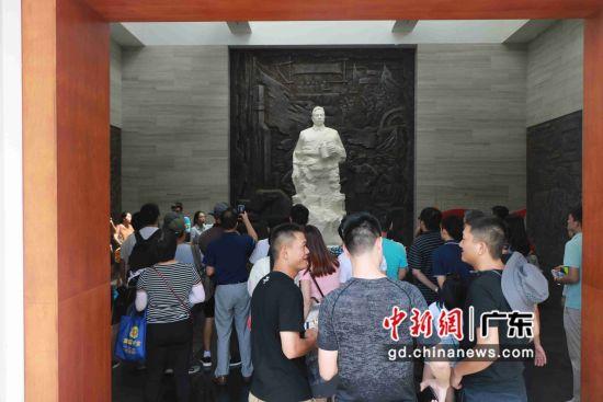 """图为""""北伐先锋――叶挺独立团史迹展览""""现场。刘松摄"""