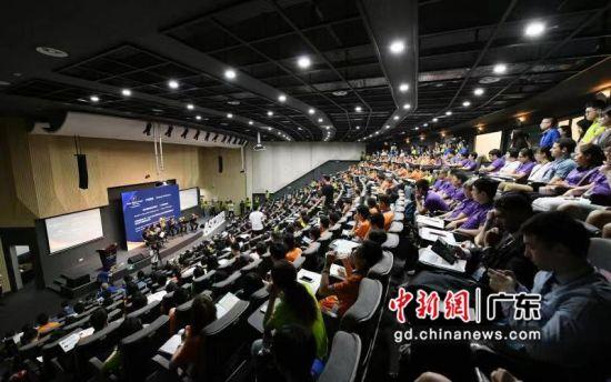 第13届亚洲科学夏令营(AsianScienceCamp,简称ASC)29日在广东汕头广东以色列理工学院开营。��建平摄影