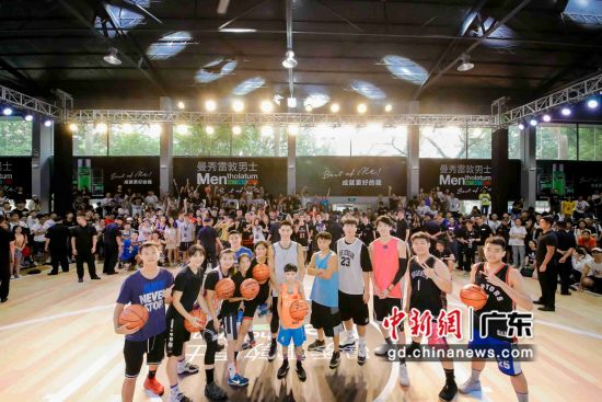 林书豪广州举行球迷见面会 。作者:郭军