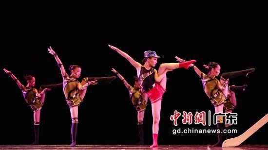 广州市少儿舞蹈《我是一个兵》。 主办方供图