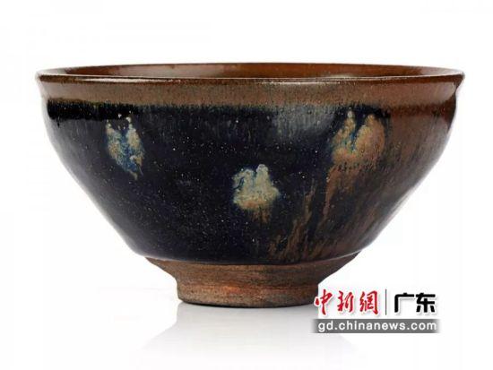 第三次上拍的建窑鹧鸪斑窑变盏。(摄影:深圳文交所)