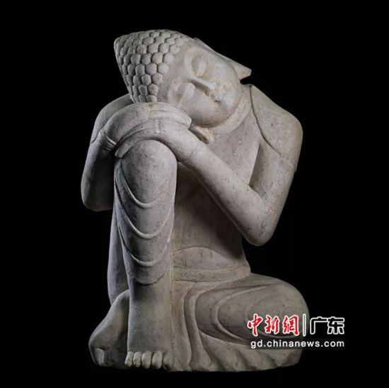 汉白玉佛像。(摄影:深圳文交所)