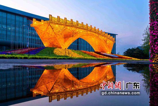 """""""一带一路""""峰会唯一的人文景观标志――丝路金桥。"""