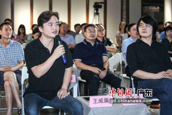 广州青年作家代表王威廉、蒲荔子等现场交流。 主办方供图