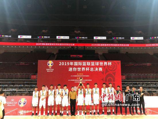 2019年国际篮联篮球世界杯迷你世界杯总决赛24日在北京上演最后对决,最终东莞队在最后时刻绝杀深圳,以103比102斩获总冠军。莞宣供图