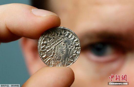 当地时间2019年8月28日,英国伦敦,大英博物馆展出了一批可追溯到哈罗德二世和威廉一世时期的硬币。这批古硬币有1000年至2600年历史,价值约为500万英镑。