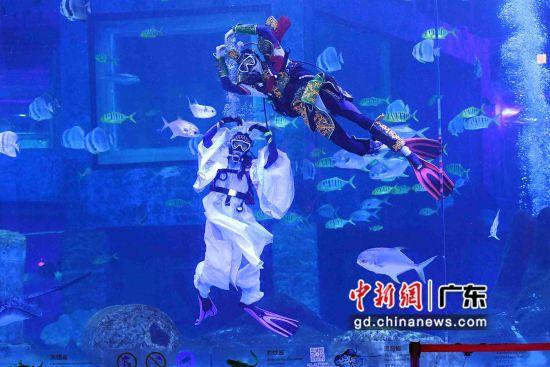 《哪吒闹海》演员在水下卖萌。